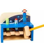 Table à marteler de l'espace et sa fusée